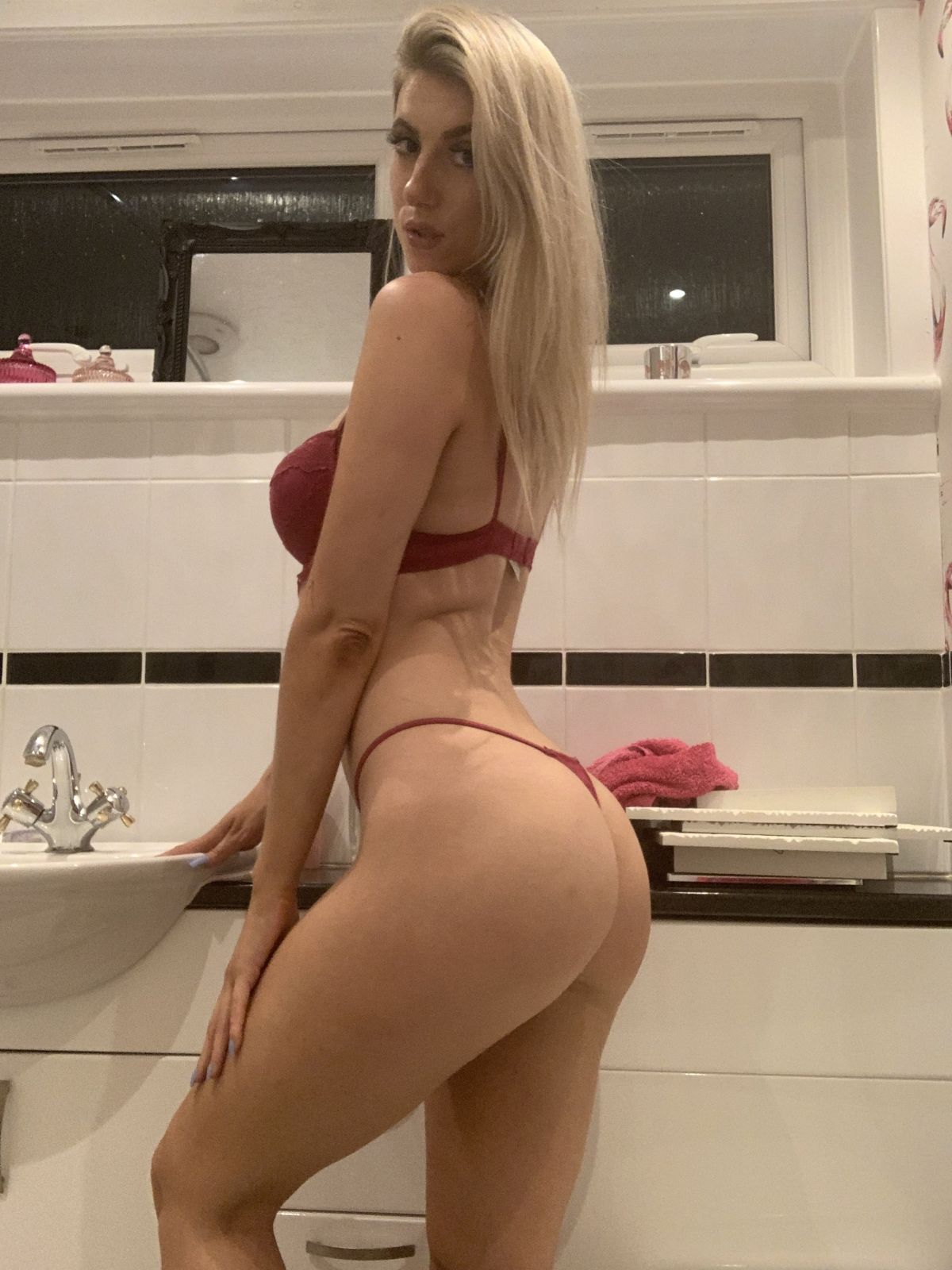 Holliehotlips92 nudes onlyfans onlyfans leaked